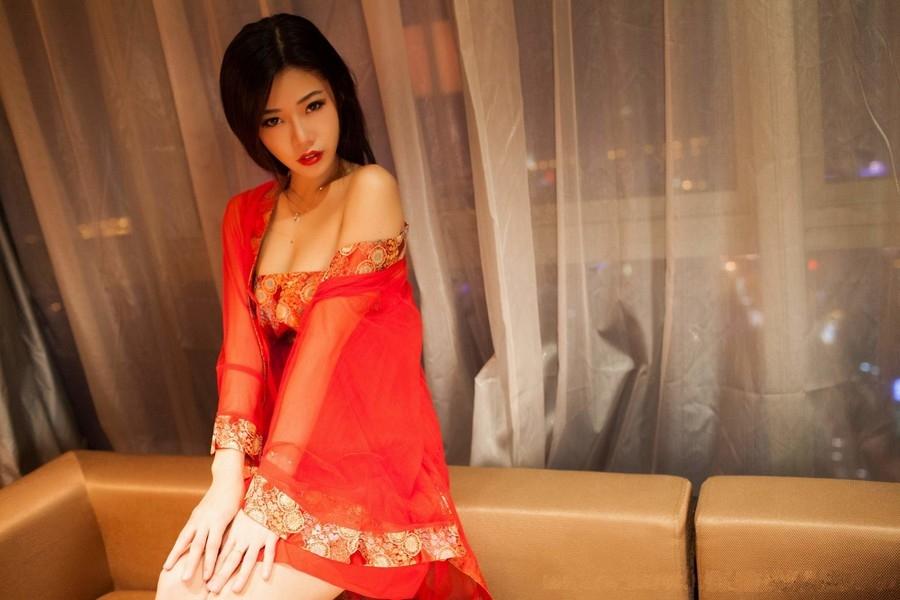 大紅綢緞襯托美女 [10P]
