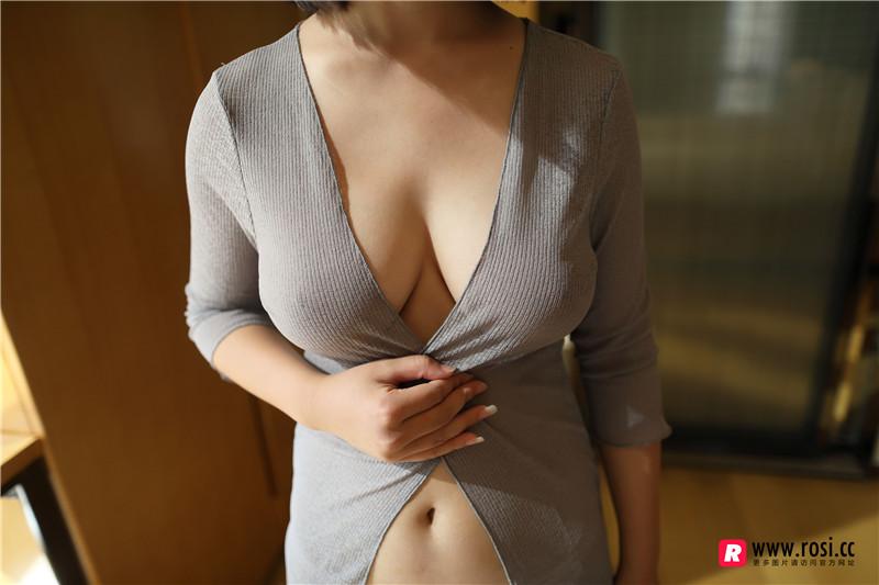 [ROSI 写真] 灰色薄衫睡衣美女居家无内真空秀豪乳性感内裤撩人诱惑写真 madoutu.com
