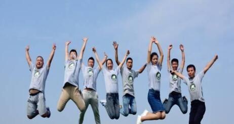 8名大学生用微信卖水果 3个月营业额达45万