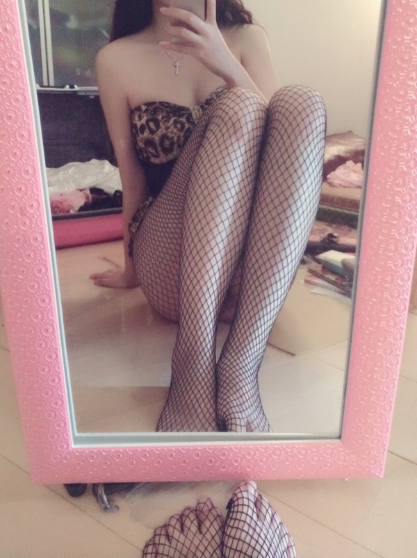 6mup - White stockings, bare feet, fishnet stockings, cute girl's selfie, wet body temptation