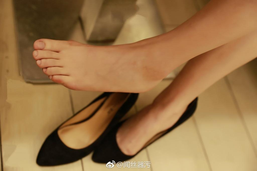 724 - White stockings black stockings bare feet lovely little girl 足控白色丝袜黑色丝袜裸足可爱小萝莉 【19.5.18】