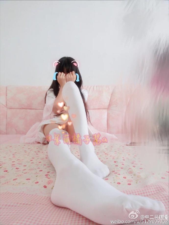 730 - White stockings black stockings bare feet lovely little girl 足控白色丝袜黑色丝袜裸足可爱小萝莉 【19.5.18】