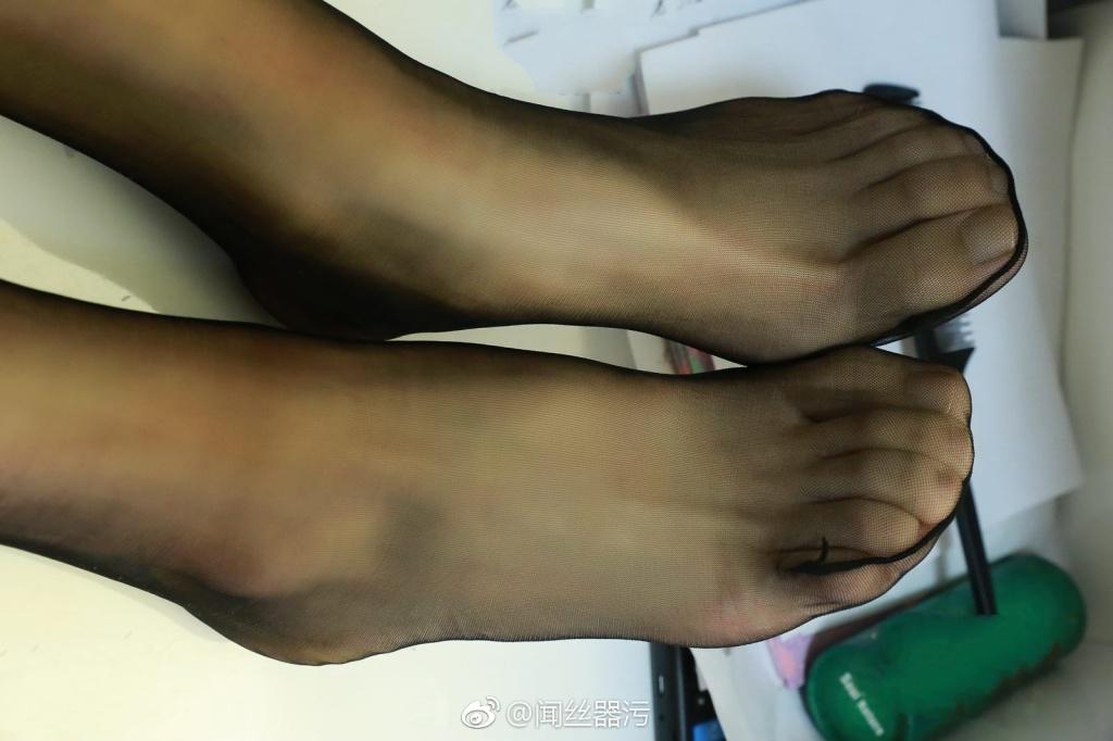 733 - White stockings black stockings bare feet lovely little girl 足控白色丝袜黑色丝袜裸足可爱小萝莉 【19.5.18】