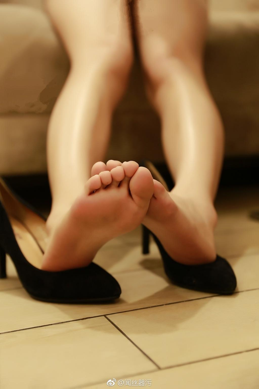 735 - White stockings black stockings bare feet lovely little girl 足控白色丝袜黑色丝袜裸足可爱小萝莉 【19.5.18】