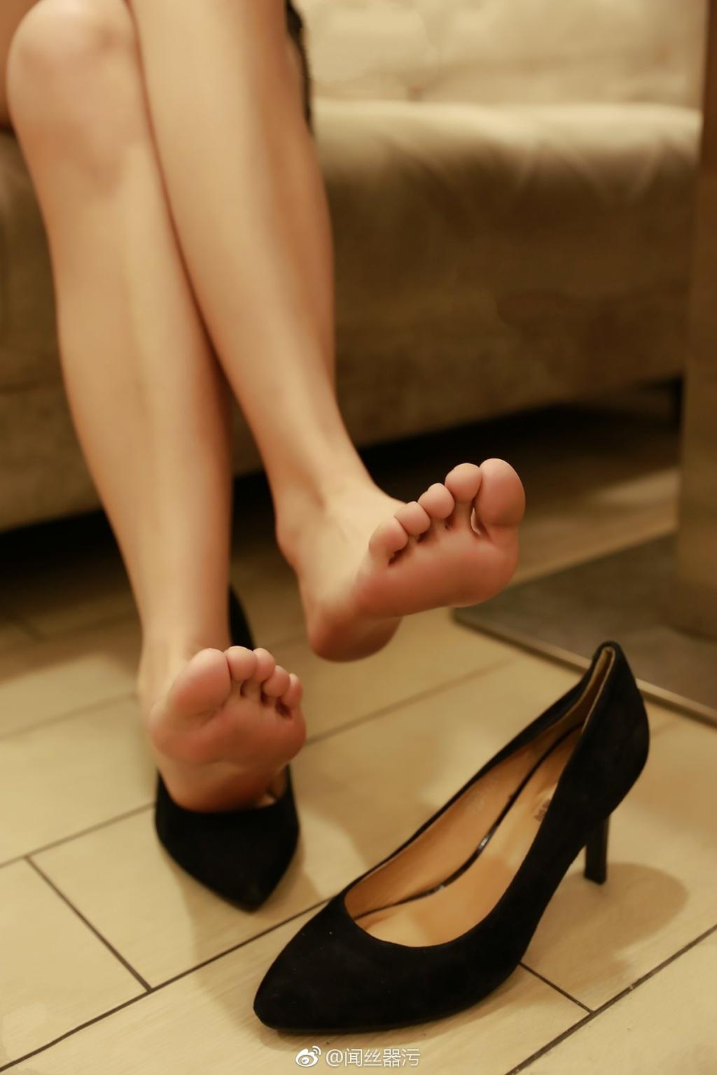 736 - White stockings black stockings bare feet lovely little girl 足控白色丝袜黑色丝袜裸足可爱小萝莉 【19.5.18】