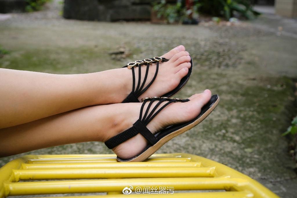 740 - White stockings black stockings bare feet lovely little girl 足控白色丝袜黑色丝袜裸足可爱小萝莉 【19.5.18】