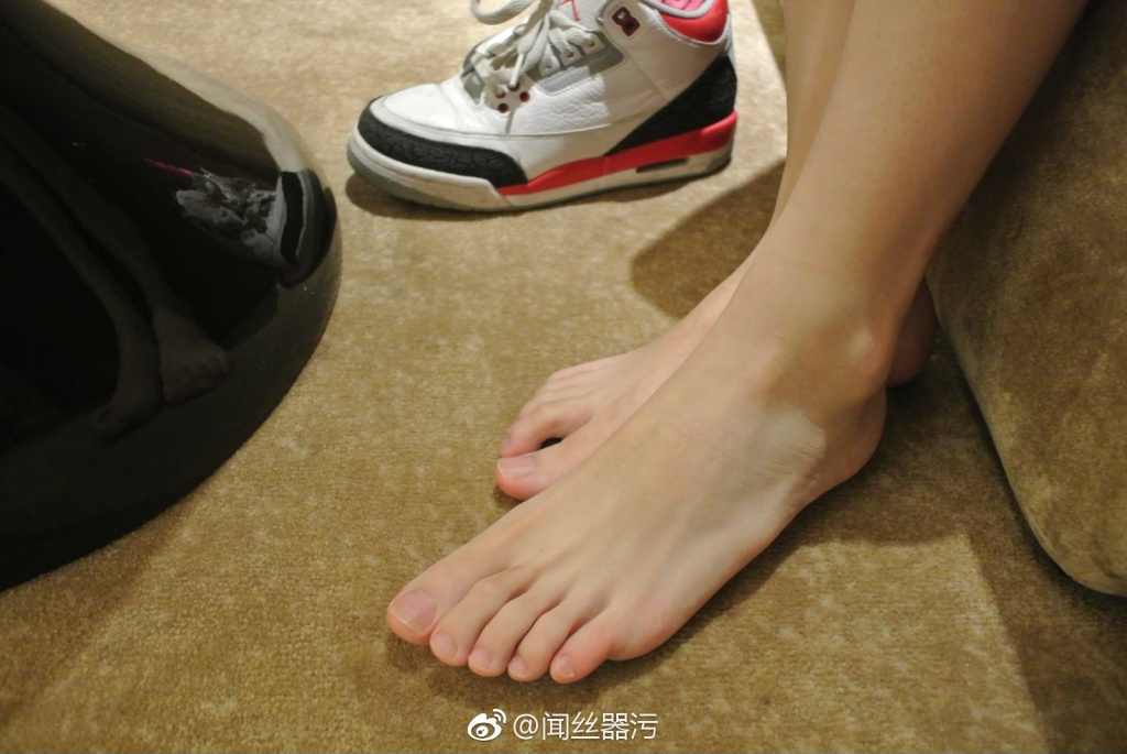 49 - Colorless stockings white canvas shoes white feet 无色丝袜白色帆布鞋白嫩小脚丫