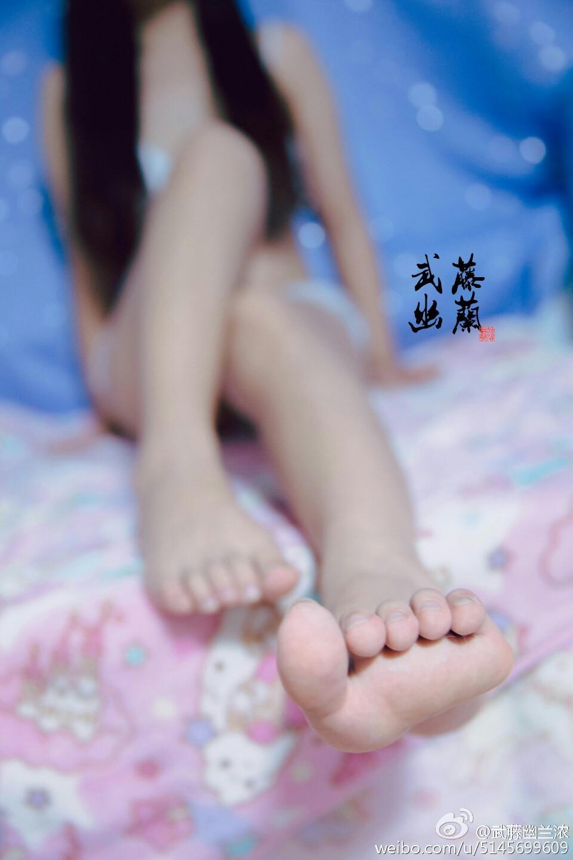 219 - Beautiful feet and legs 19.7.29