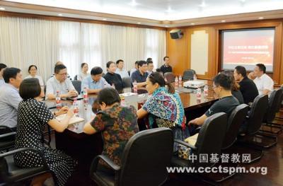 华东神学院2013届业余神学班举办师生团契活动