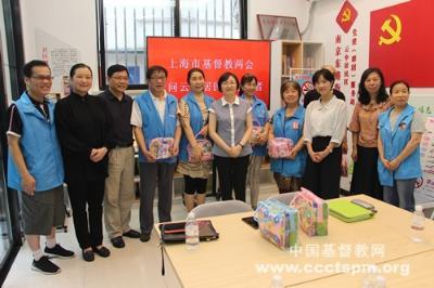 上海市基督教两会慰问社区垃圾分类志愿者