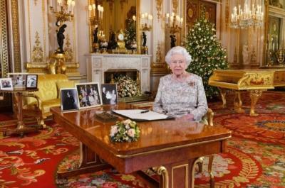 """【视频】英国女王2017圣诞演讲:耶稣基督降生带来的""""和平和善意""""信息永不过时(中英全文)"""