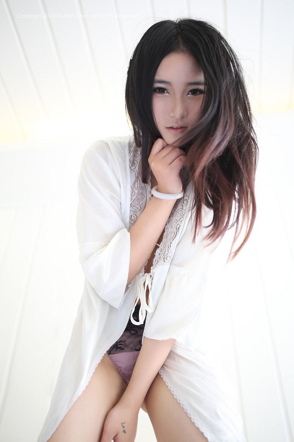 【秀人网第002期】嫩模moon嘉依的傲人双峰诱惑写真79P
