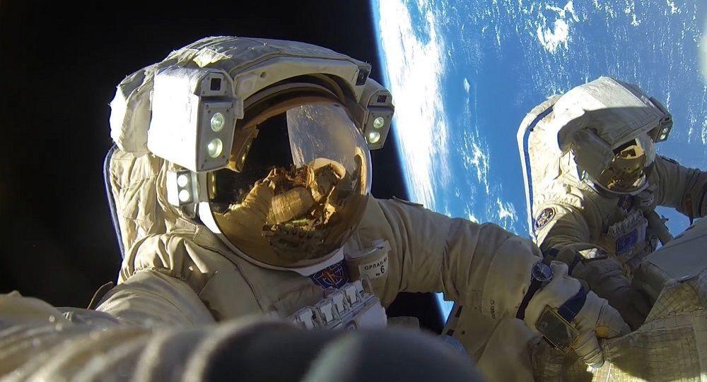俄未来新建空间站宇航员可能将持有武器