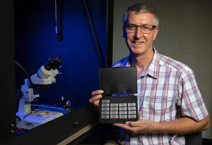 物理学家建立基于石墨烯的能量收集电路可为传感器提供无限低压电源