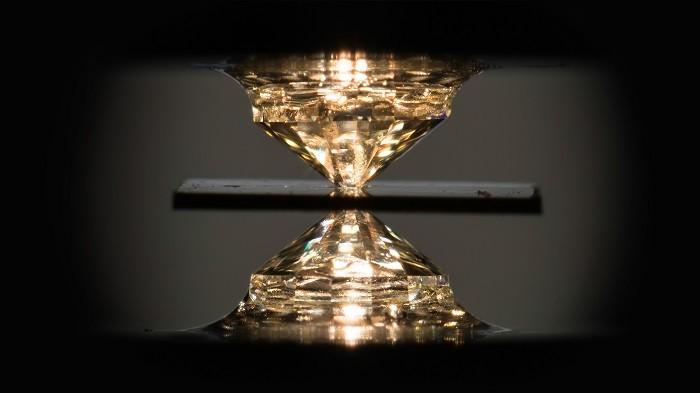 物理学家发现了一种可在室温下达成最佳效率的超导材料
