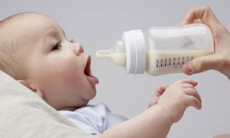 你以为十分安全的塑料奶瓶,也会在沏奶时释放数百万微塑料颗粒