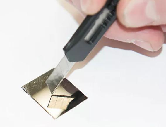 俄科学家能够违背冶金学规范改善金属玻璃