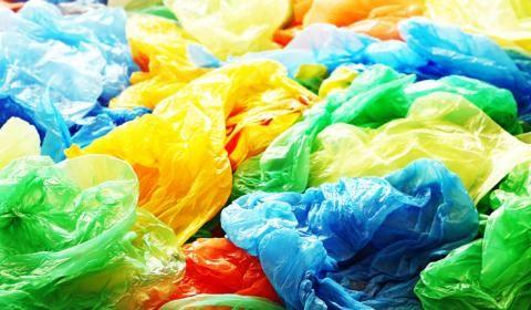 """新低温催化法将塑料垃圾""""变废为宝"""""""